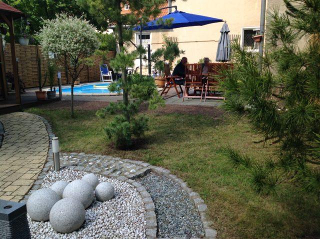 Saunagarten mit Barfusspfad