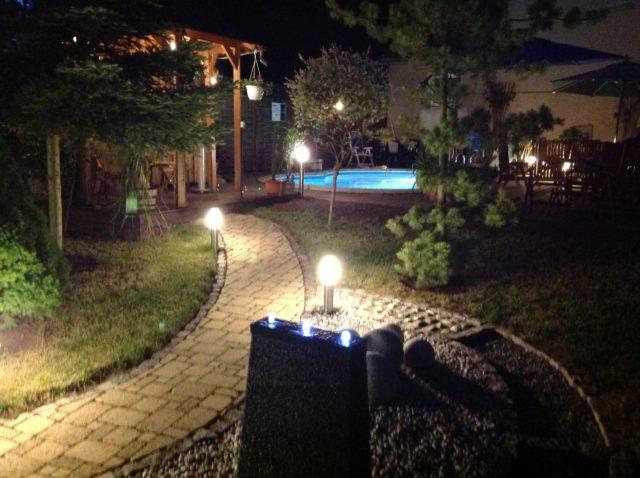 Auch Nachts geht es ins Sauna-Außengelände